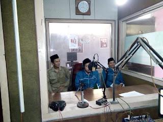 PAI Non PNS Berdakwah Menggunakan Radio; Kerjasama Apik Antara KUA Jatiwangi dan Radio Fantasi 70