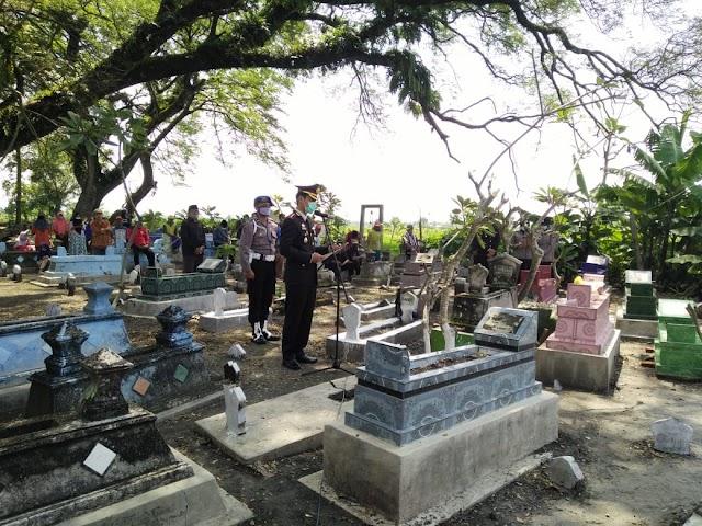 Pemakaman Alm Kompol Sutono S.H Berlangsung Sederhana Dihadiri Beberapa Keluarga dan Kerabat Dekat