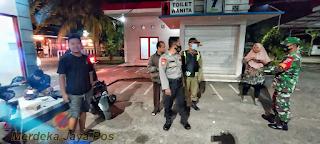 Aparat Gabungan Terus Tegakkan Disiplin Prokes Dalam Patroli Malam