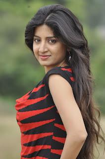 Poonam Kaur hot pics