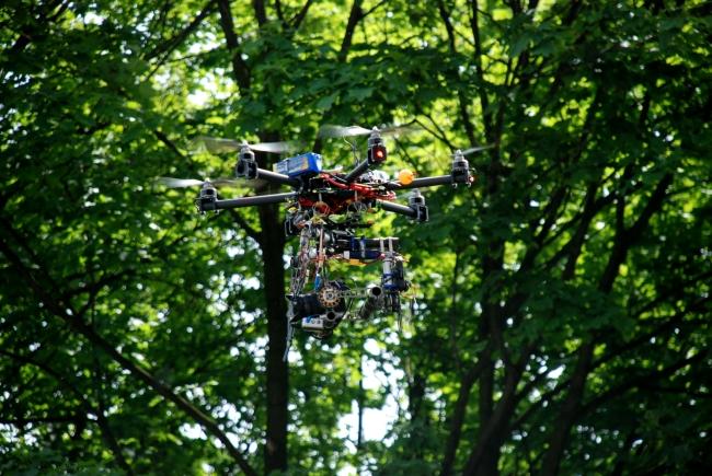 Dron podczas Pikniku Naukowego w 2014 r. - fot. www.granty-na-badania.com
