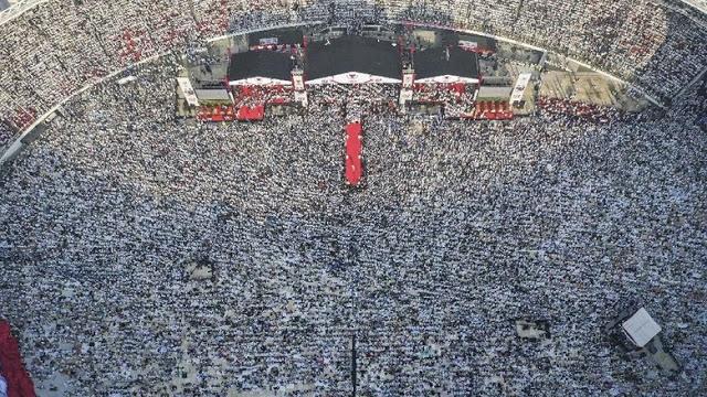 Orasi Neno Warisman di Kampanye Akbar Prabowo: Rezim Zalim Pasti Tumbang!