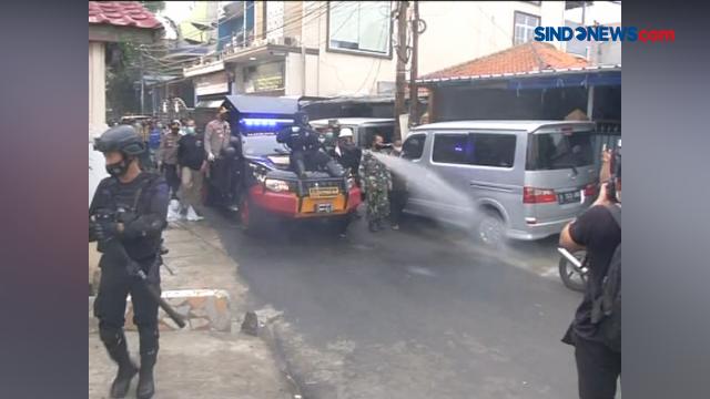 FPI Sebut Aparat Bersenjata Lengkap Semprot Disinfektan di Petamburan