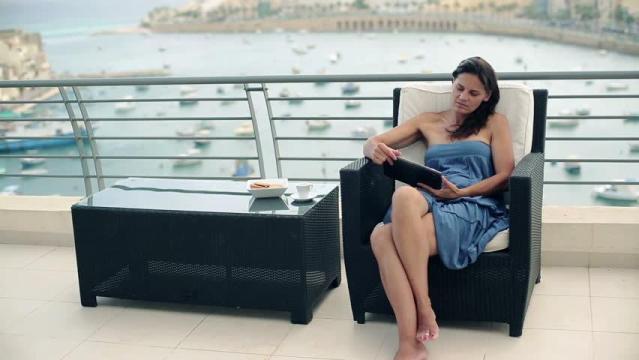5 Sifat Wanita Bisa Dilihat Dari Cara Duduknya
