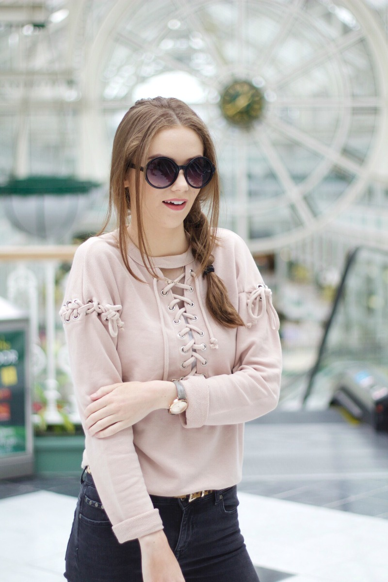 Lace-up jumper outfit details
