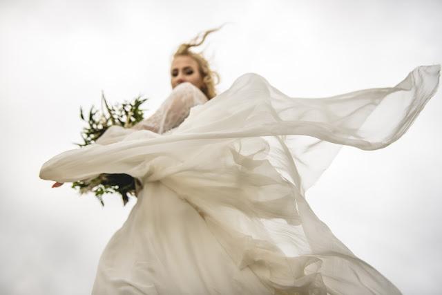 Zwiewna suknia ślubna boho.