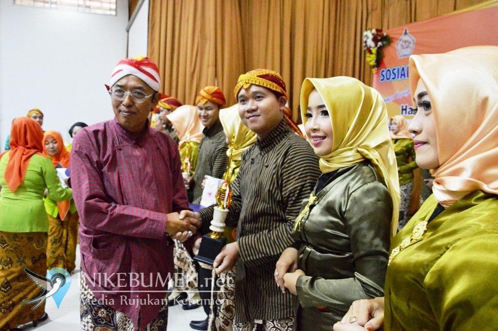 Kecamatan Kuwarasan Juara Lomba Peragaan Busana Adat Khas Kebumen