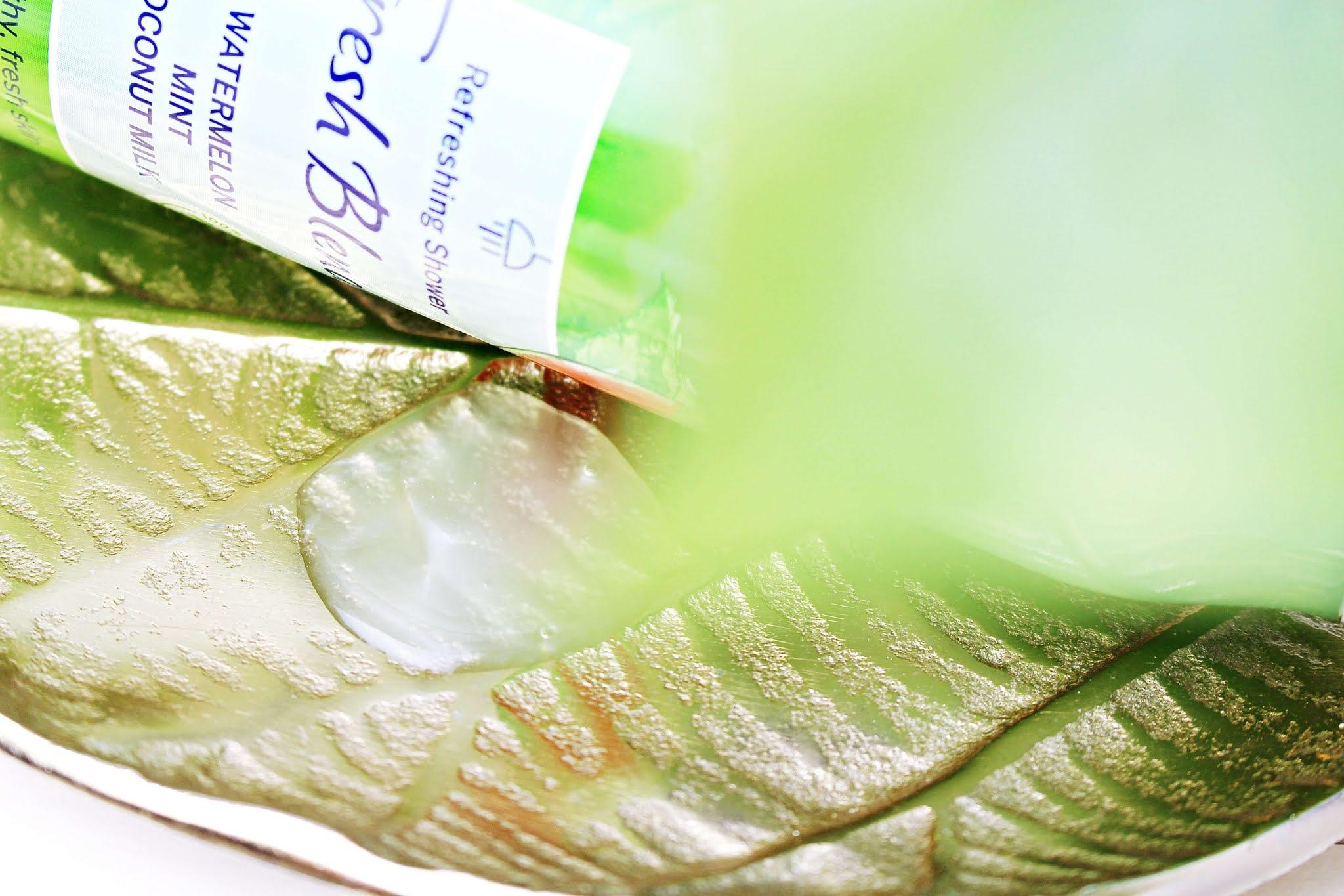 Nivea Fresh Blends Odświeżający żel pod prysznic Arbuz, mięta i mleko kokosowe