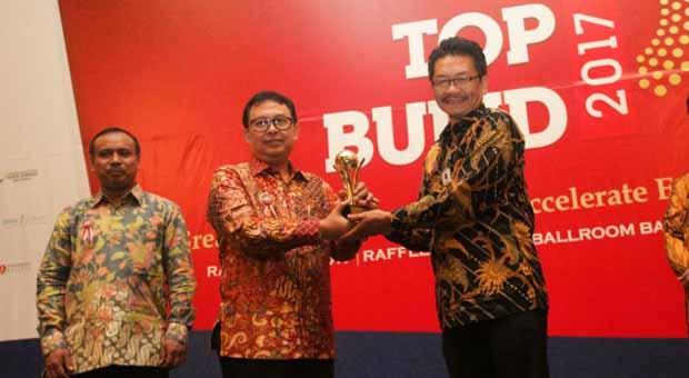 Lagi, Kota Bandung Raih Penghargaan Top BUMD 2017