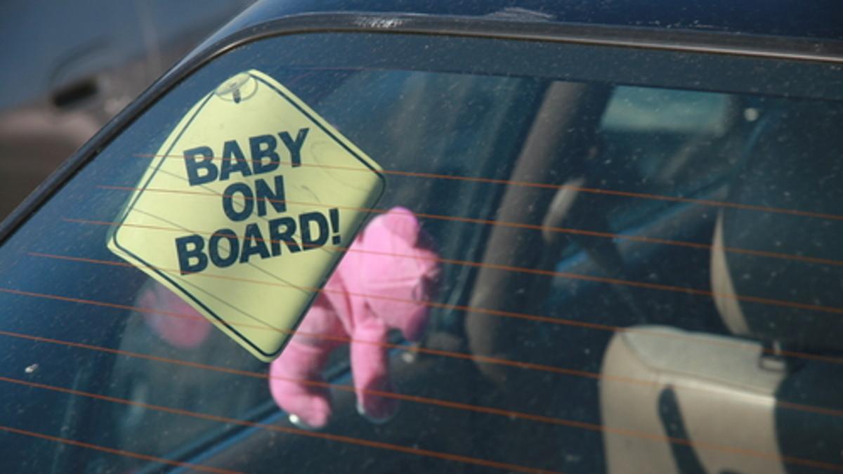 figli lasciati in macchina
