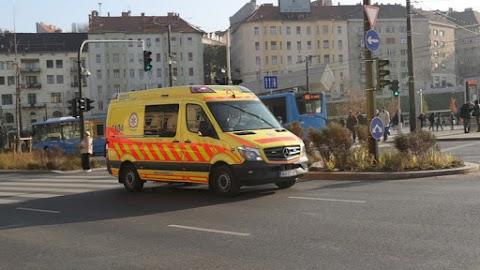 Hihetetlen felvételt tettek közzé a mentők a budapesti dugóból – Le a kalappal mindenki előtt