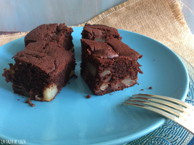 brownie-con-peras-close-up