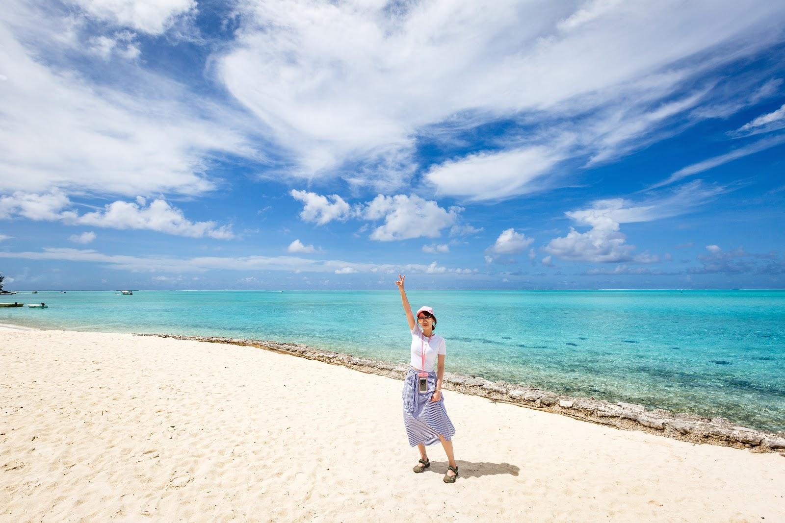 Matira Beach 是本島Vaitape唯一的公共海灘,沙灘是細緻的白砂,海水則是這裡最經典的Tiffany色。從艾美過來的路上(應該說海上...XD),至少看到五六種顏色的海域,真是太夢幻了