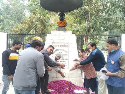 पूर्व सैनिकों ने परंपरागत तरीके से मनाया विजय दिवस