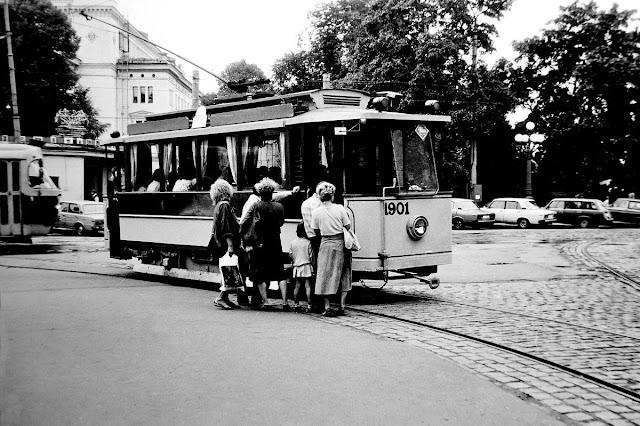 1989 год. Рига. Угол улиц Кр. Барона и Радио. Ретро-трамвай