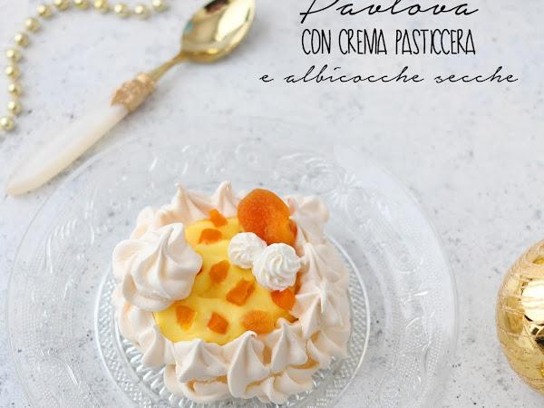 Pavlova con crema pasticcera e albicocche secche