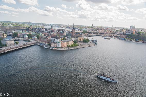 Ciudad vieja de Estocolmo (Gamla Stan) desde la torre del ayuntamiento