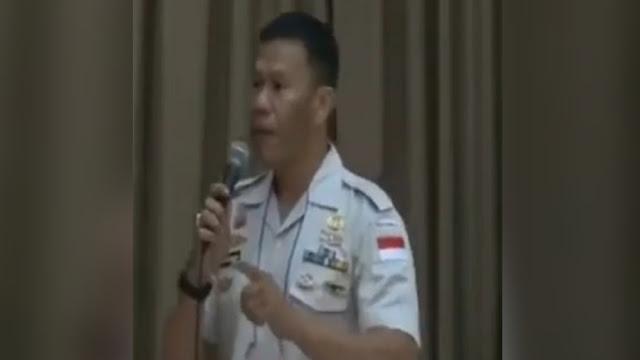 GEMPAR! Ini Video Ruslan Buton Tolak Uang 1 Kantong Plastik dan Bilang Jam 2 Malam Bandara Penuh TKA China