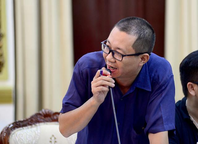 Phóng viên báo chí ở Thủ Thiêm