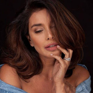 Lisa Ray cancer, movies, hot, cancer photos, actress, biography, age, 2016, 2, water, films, photos, parents, wedding, husband, bikini, birthday
