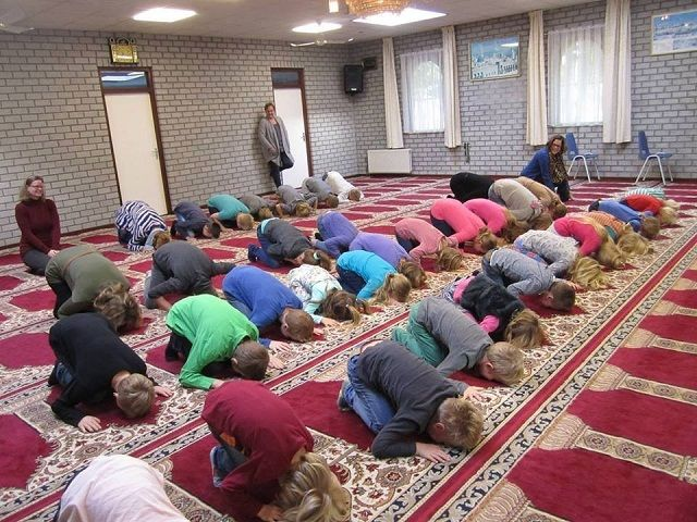 GERMANYKIDMOSQUE.jpg