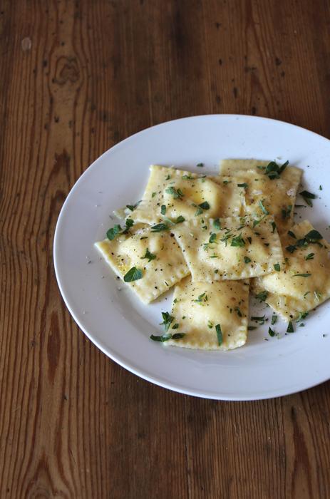 Ravioli mit Zitronen-Ziegenkäse-Füllung