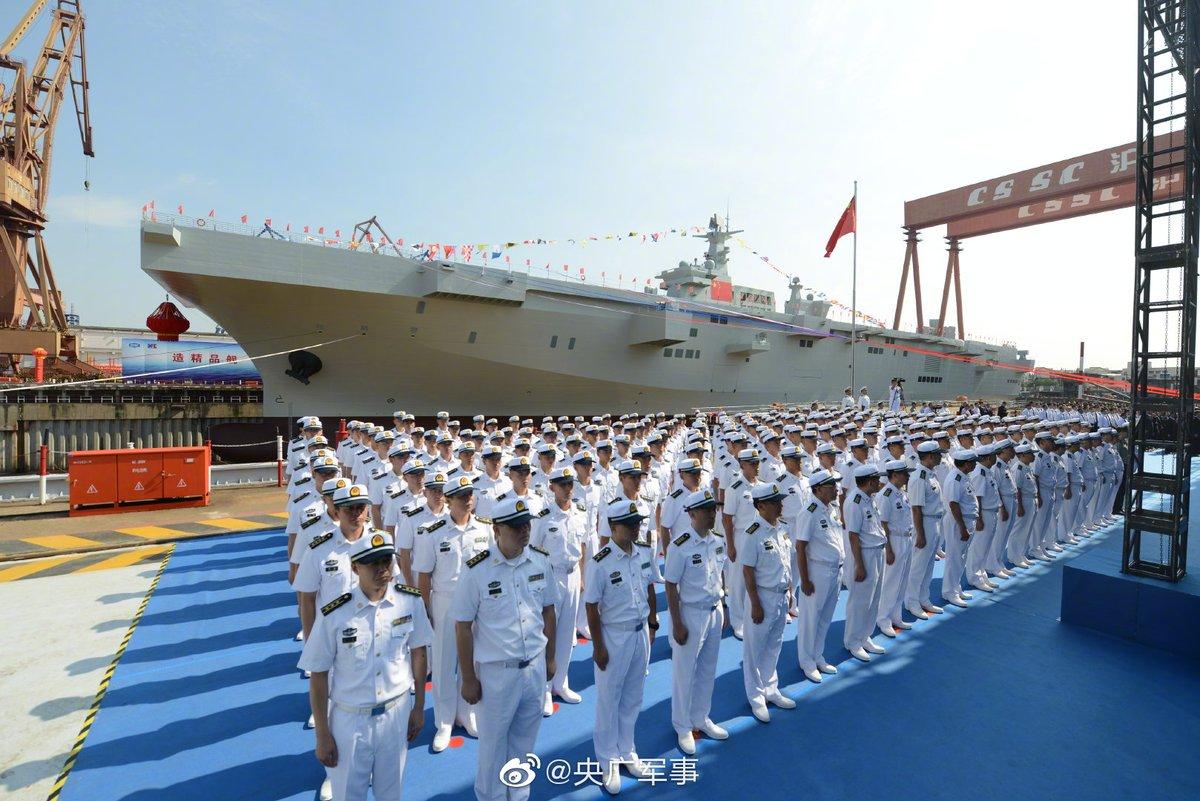 Спущен на воду первый китайский УДК