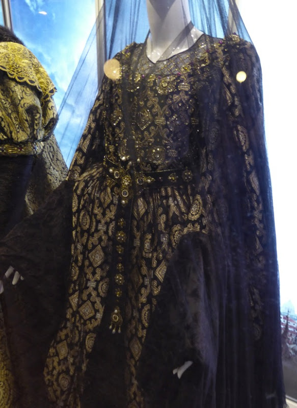 Assassins Creed Queen Isabella gown detail
