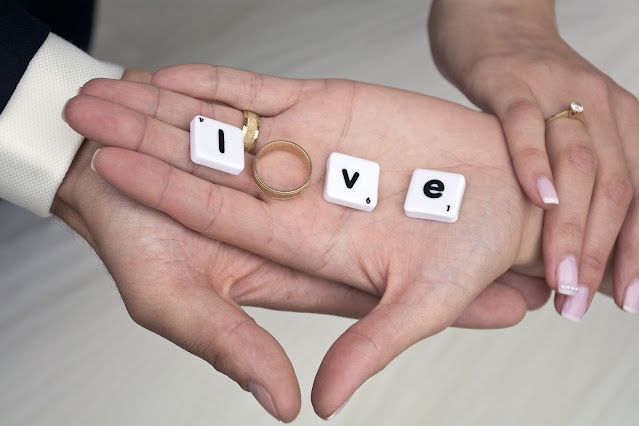 love hands rings couple mariage