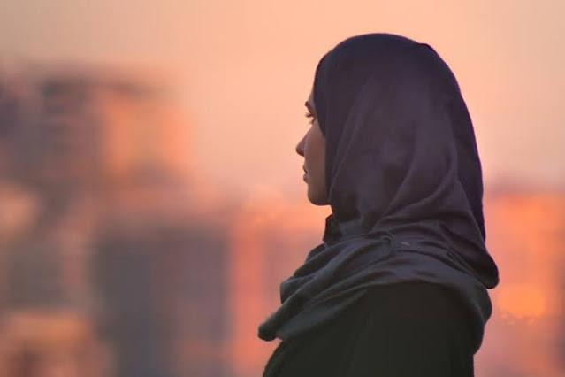 Merawat Hijab Agar Tak Bolong dan Rusak