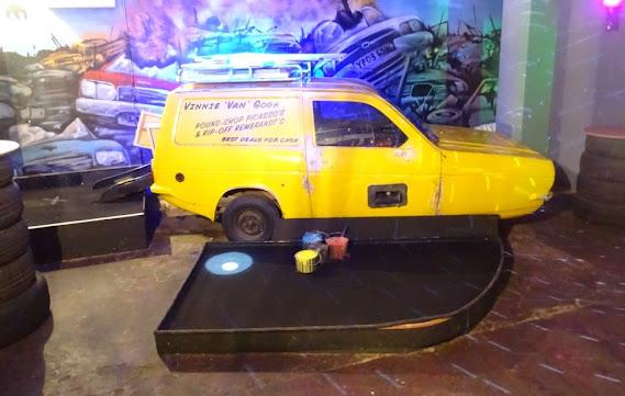 Reliant Regal Supervan at Junkyard Golf in London