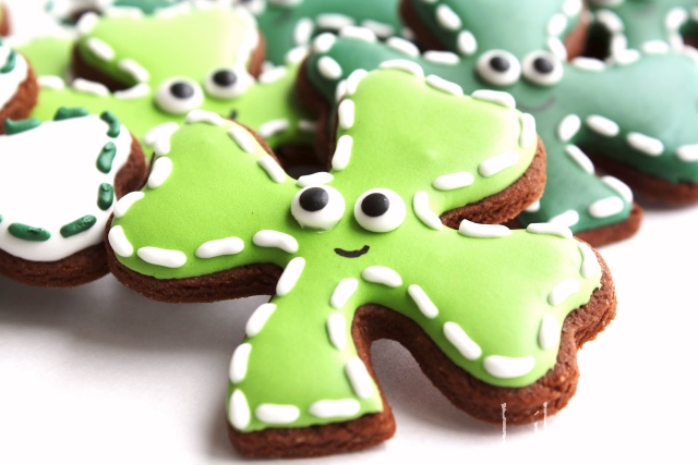 How to make decorated cookies for St. Patrick's Day -- tutorial