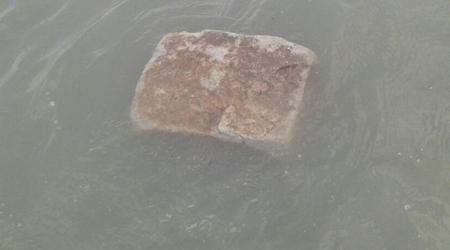 चमत्कार: गंगा में मंदिर के आसपास तैर रहा है 15 किलो का पत्थर