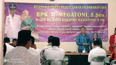 Pelepasan Purna Bakti Kepala Kelurahan Selembaran Jaya Diwarnai Isak Tangis Warga