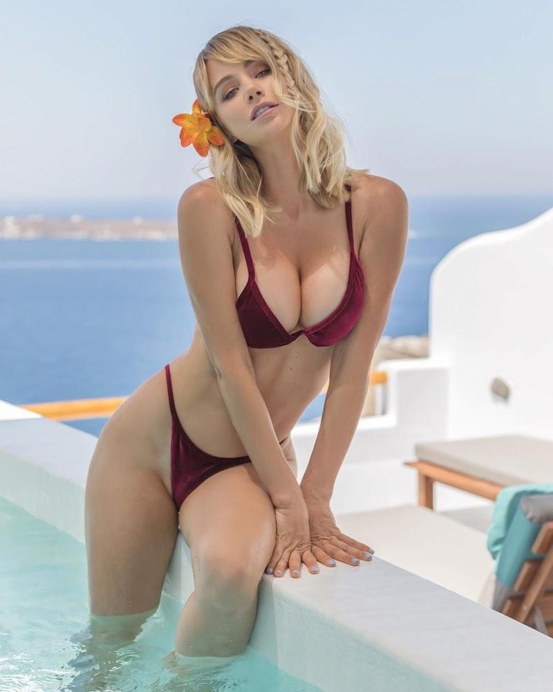 Sara Jean Underwood Clicks in Bikini – Social Media Snaps-  August 2017