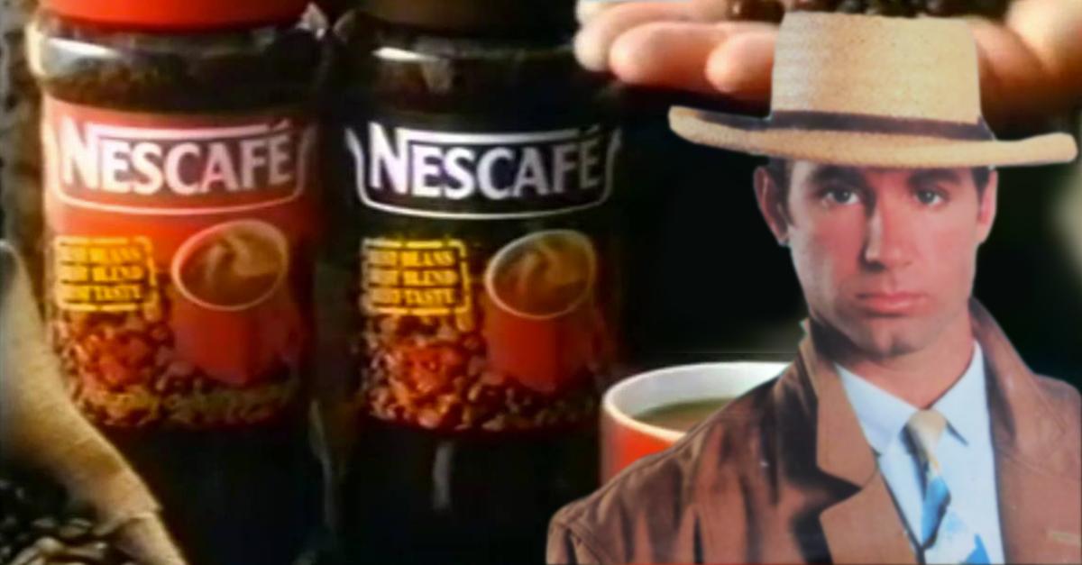 Gary Low davanti a due confezioni di Nescafé
