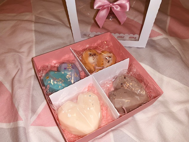 Wax melt hearts in Easter themed box