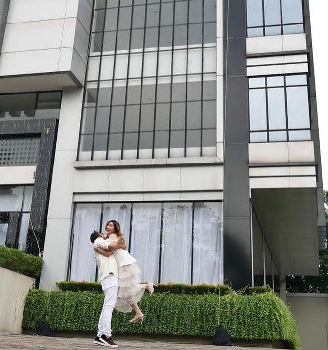 Viral Aksi Orang Kaya-raya di Malang, Istri Ulang Tahun Dihadiahi Tower di Jakarta