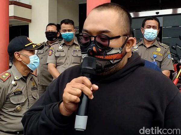 Pria yang Membodohkan Pengunjung Mal Bermasker Jadi Duta Prokes
