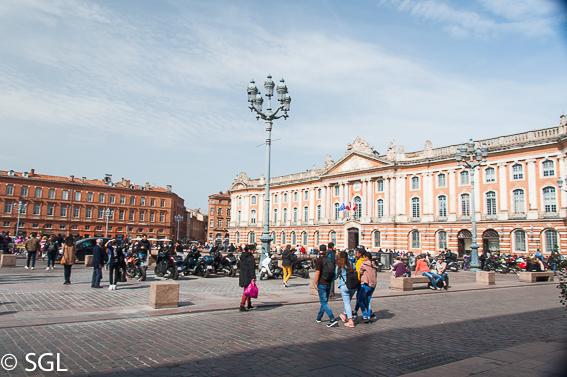 Place du Capitole en toulouse, la ciudad rosa francesa