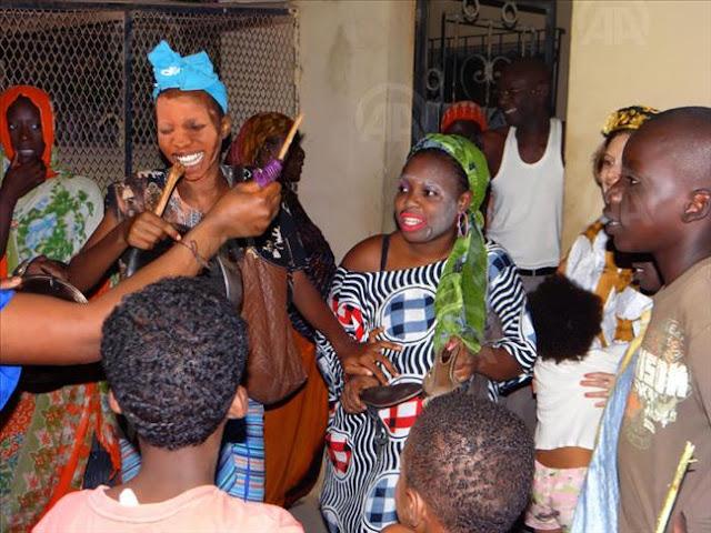 ENTRE RITES CARNAVALESQUES ET FÊTE : Culture, danse, événement, spectacle, tradition, ethnies, LEUKSENEGAL, Dakar, Sénégal, Afrique