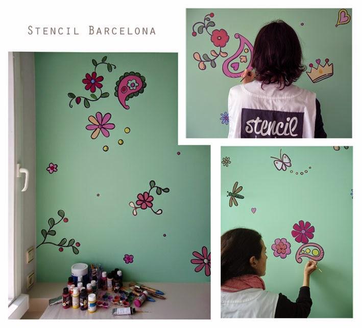 Stencil barcelona for Mural habitacion juvenil