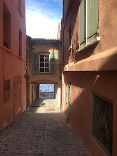 Alley in Saint-Tropez
