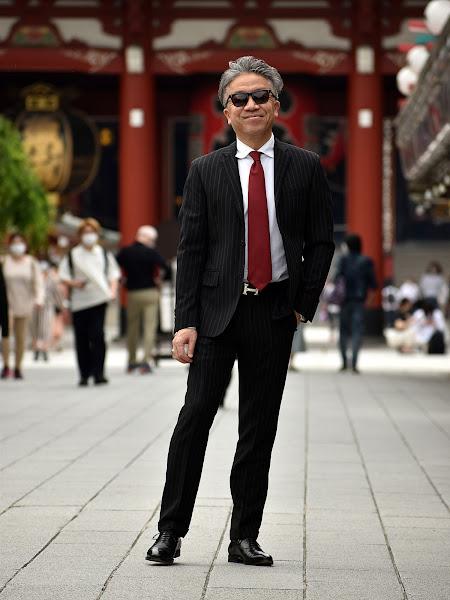 スーツ 赤ネクタイ