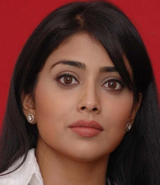 South Hot Sriya Saran Cute Face Expression Latest Stills