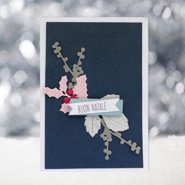 Natale fatto a mano: Card natalizia con ramoscelli e sfondo blu