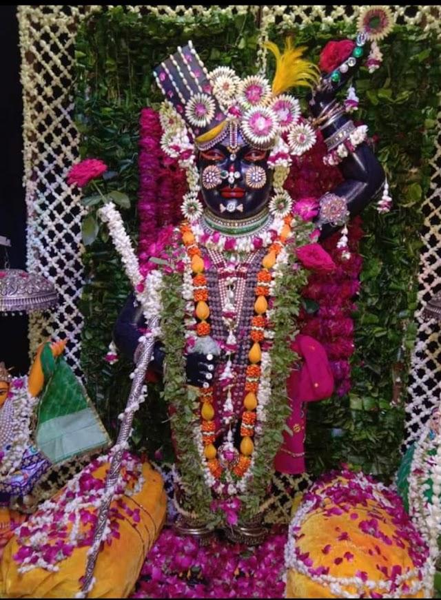 श्री नाथ जी मंदिर मे फूल बंगला का आयोजन भक्तों ने किए दर्शन