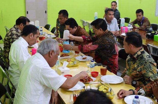 Hari Ultah Jokowi, Mengintip Momen Saat Mencicipi Kopi Sanger di Aceh