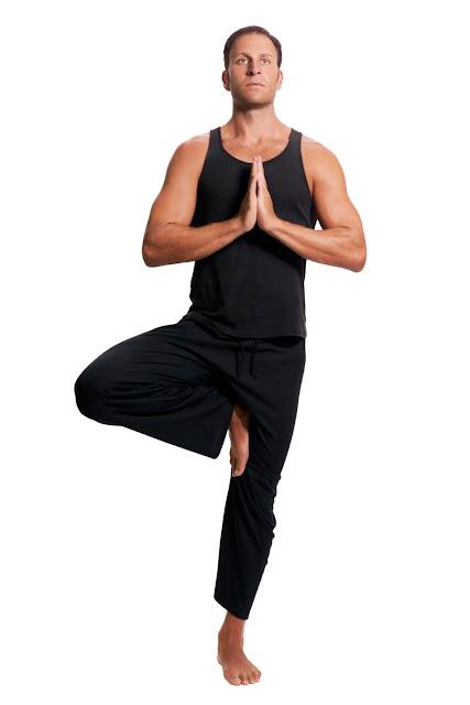 Gerakan yoga mengecilkan perut buncit Vrksasana