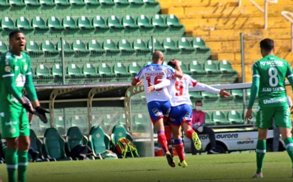 Bahia vence Chapecoense por 2 a 0 fora de casa